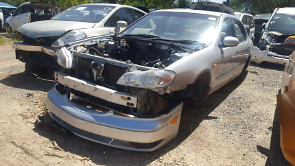 2000 NISSAN MAXIMA SILVER FOR WRECKING
