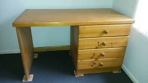 Pine timber desk solid Gillieston Heights Maitland Area Preview