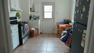 Room sublet Place St Henri in spacious 4 1/2
