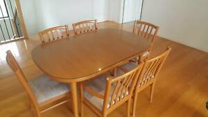 Chiswell Dining room table set - Excellent Condition