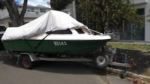 Half-cabin boat Nova fibreglass trailer