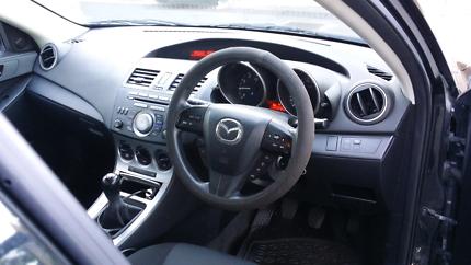 2010 Mazda 3 black$8000 nego