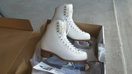 Size 4 Jackson Competitor Figure Skates with Gold Seal Blade