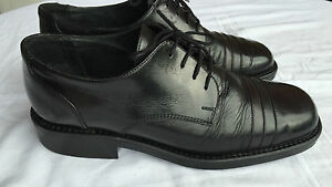 Scarpe-classiche-stringate-uomo-in-pelle-nera-suola-in-gomma-numero-42