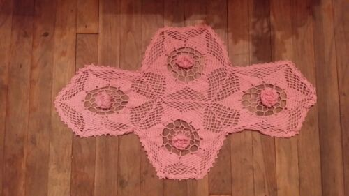VINTAGE PINK  ROSE RUNNER DOILIE HAND MADE FREE SHIPPING