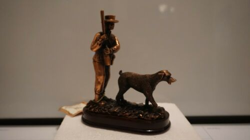 Big Sky Works American Hunter And Dog Sculpture (Figure, Hermitage, Pottery)