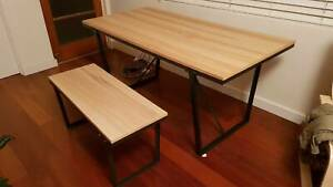 Dinning table   2 benchs 6-8 seating, perfect condition