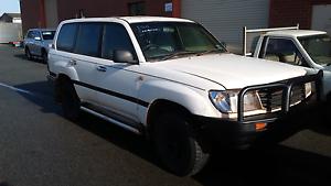 Wrecking 2000 105 series Toyota Landcruiser Maddington Gosnells Area Preview