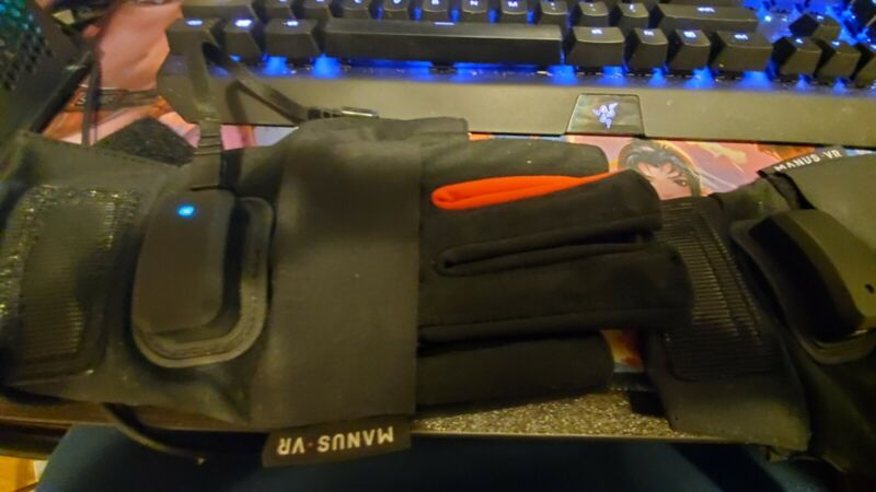 Manus VR Virtual Reality Gloves