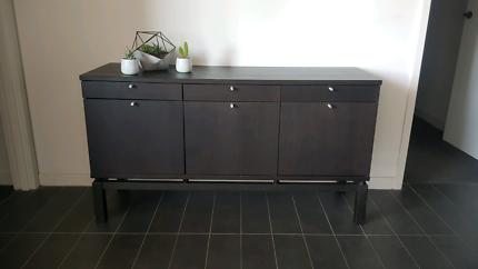 Brown hall table / drawers
