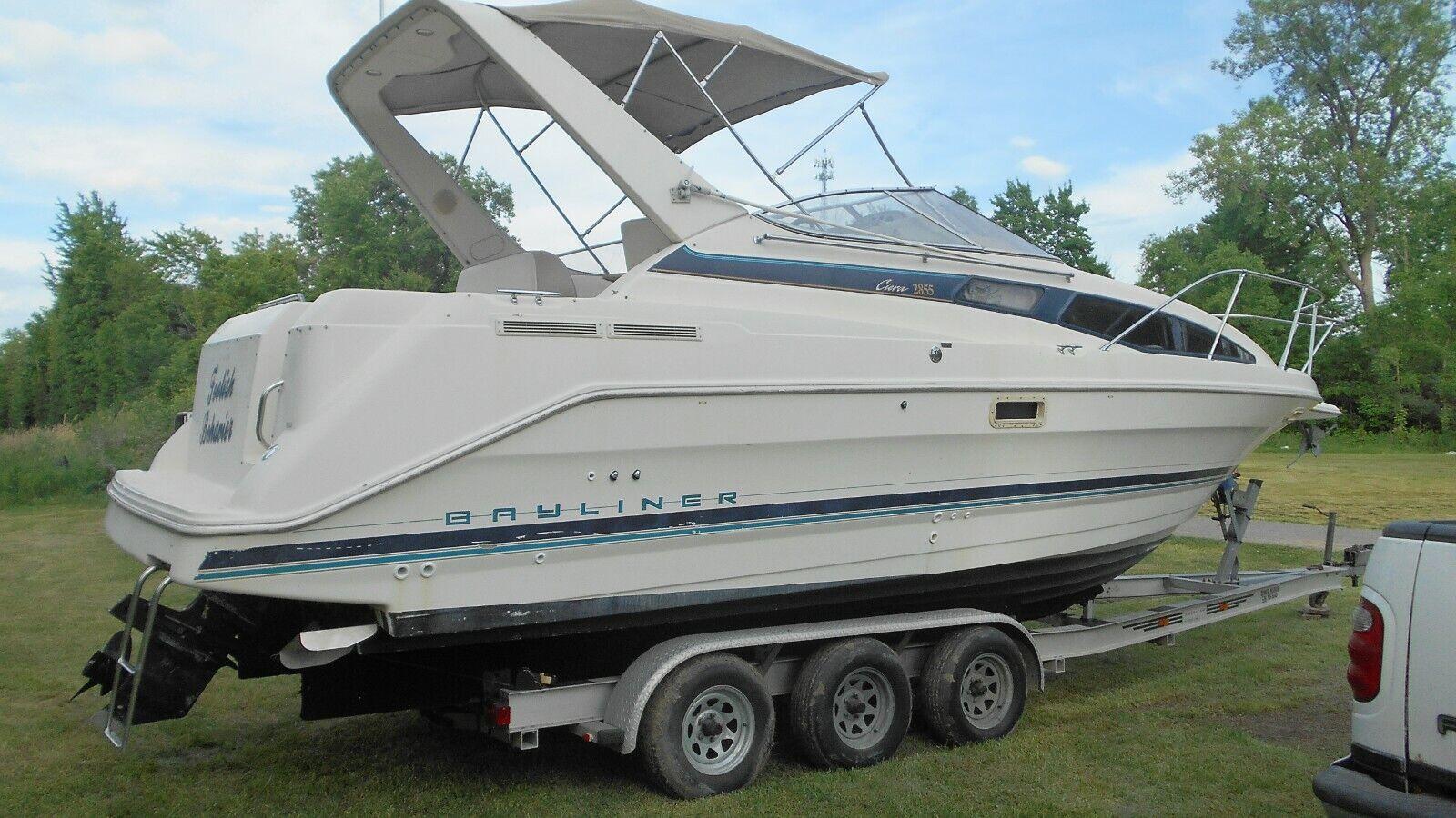 1996 Bayliner Ciera 2855 Yacht Cabin Cruiser with Tri Axle Aluminum Boat Trailer
