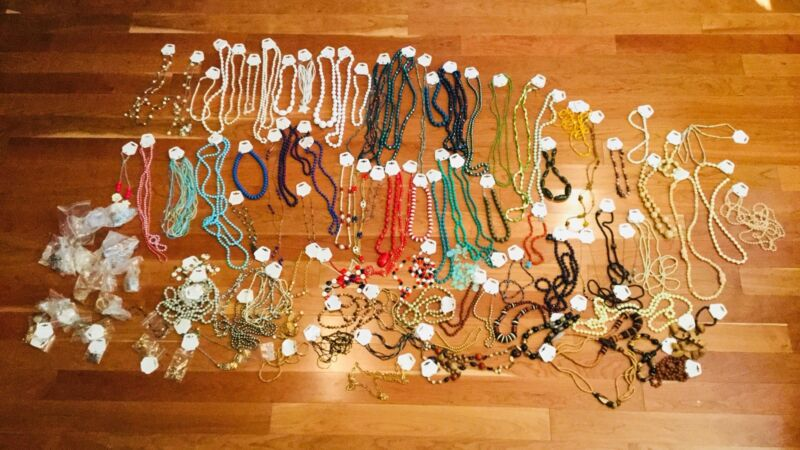 NEW & VINTAGE LOT OF 115 NECKLACES. BEADED. STONES. CHAINS.