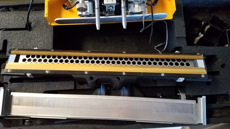 Dek printer Proflow assembly including 2 sizes of squeegee blades and bases
