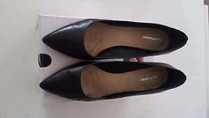 """Hush Puppies """"Brianna"""" black leather court shoe, size 11 Westmead Parramatta Area Preview"""