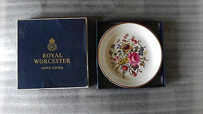 COLLECTABLE ROYAL WORCESTER BONE CHINA DECORATIVE SMALL PLATE