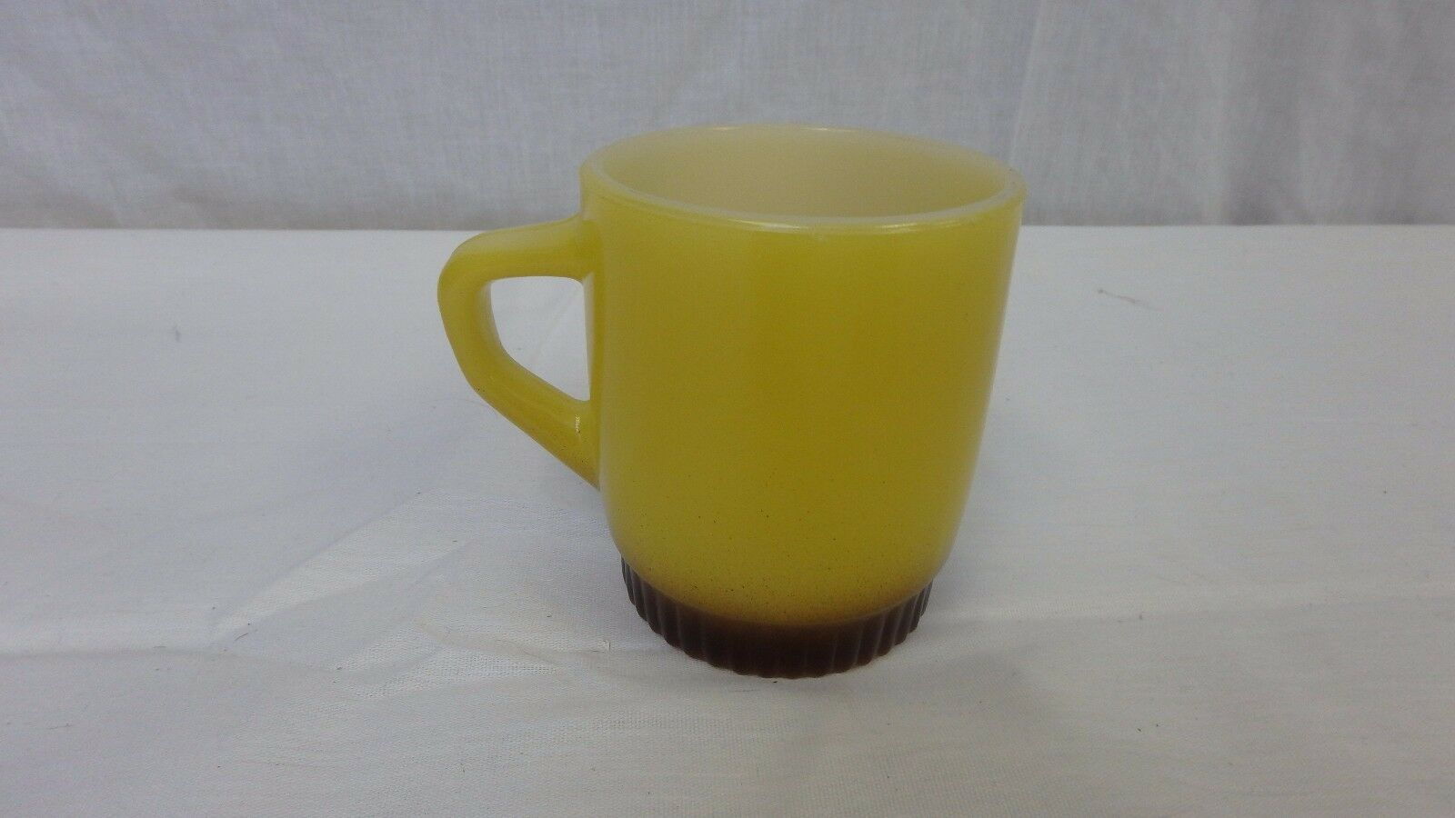 VINTAGE FIRE KING YELLOW/BROWN RIBBED BOTTOM COFFEE CUP / MUG ANCHOR HOCKING