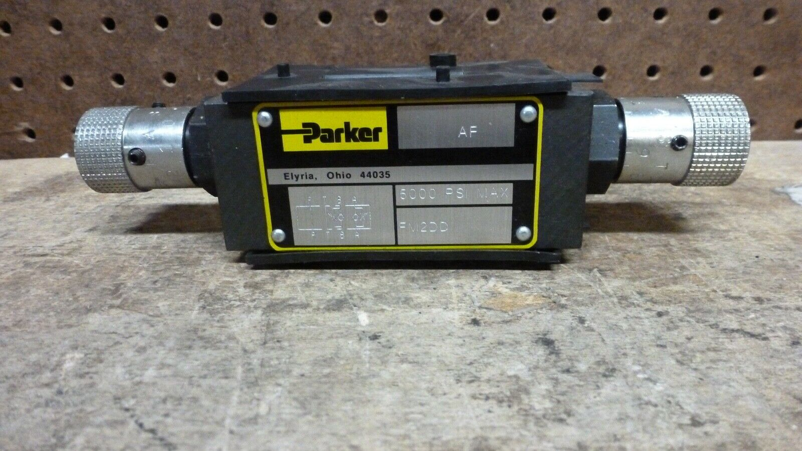 Parker FM2DD, Flow Control Valve 5000 PSI new No Box  - $32.00