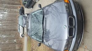 Great condition ready to drive 2000 bmw 323i sendan