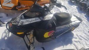 2009 Ski-Doo Summit Everest 146 Rotax® 800R Power T.E.K.