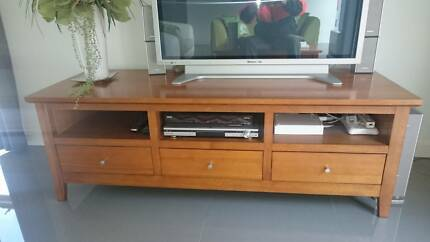 SOLID TIMBER TV CABINET, MATCHING COFFEE TABLE, SOFA TABLE. Lyrup Renmark Paringa Preview