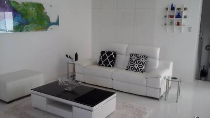 CONTEMPORARY T/H SHARE WITH FRIENDLY FEMALE & 1 MALE, both quiet Pacific Pines Gold Coast City Preview