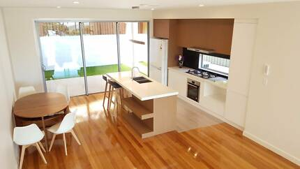 Brand new 5.5 Stars Luxury Townhouse With Great City View