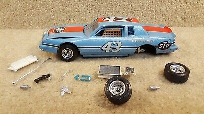 1:24 Scale Built Plastic Model NASCAR Richard Petty 80's STP Pontiac Grand Prix