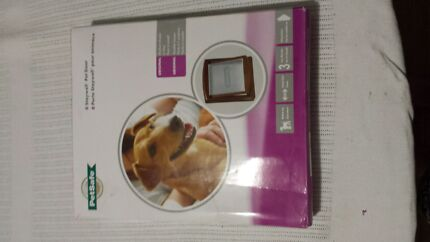 Petsafe dog door medium brown  Bonnells Bay Lake Macquarie Area Preview