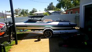 SKI BOAT   Camero volante  V8 350 Chev  skiboat / wakeboat Hay Hay Area Preview
