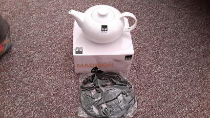 Salt and Pepper Madison Teapot and Trivet