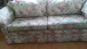 Floral country style couch Maidstone Maribyrnong Area Preview