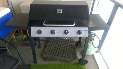 4 Burner BBQ with Gas Cylinder