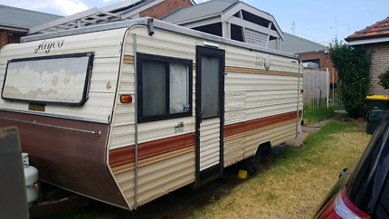 1985 17ft  jayco triple bunk caravan Aberfeldie Moonee Valley Preview