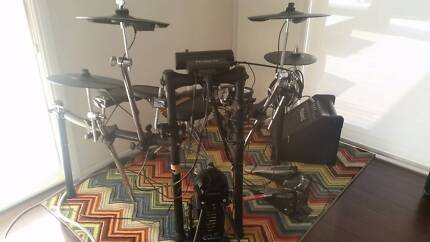 Roland TD 4 electronic drum set with double kick speaker & stool Camden Camden Area Preview
