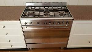 SMEG 900mm dual fuel cook top and oven (DEMOLITION SALE) Aspendale Kingston Area Preview