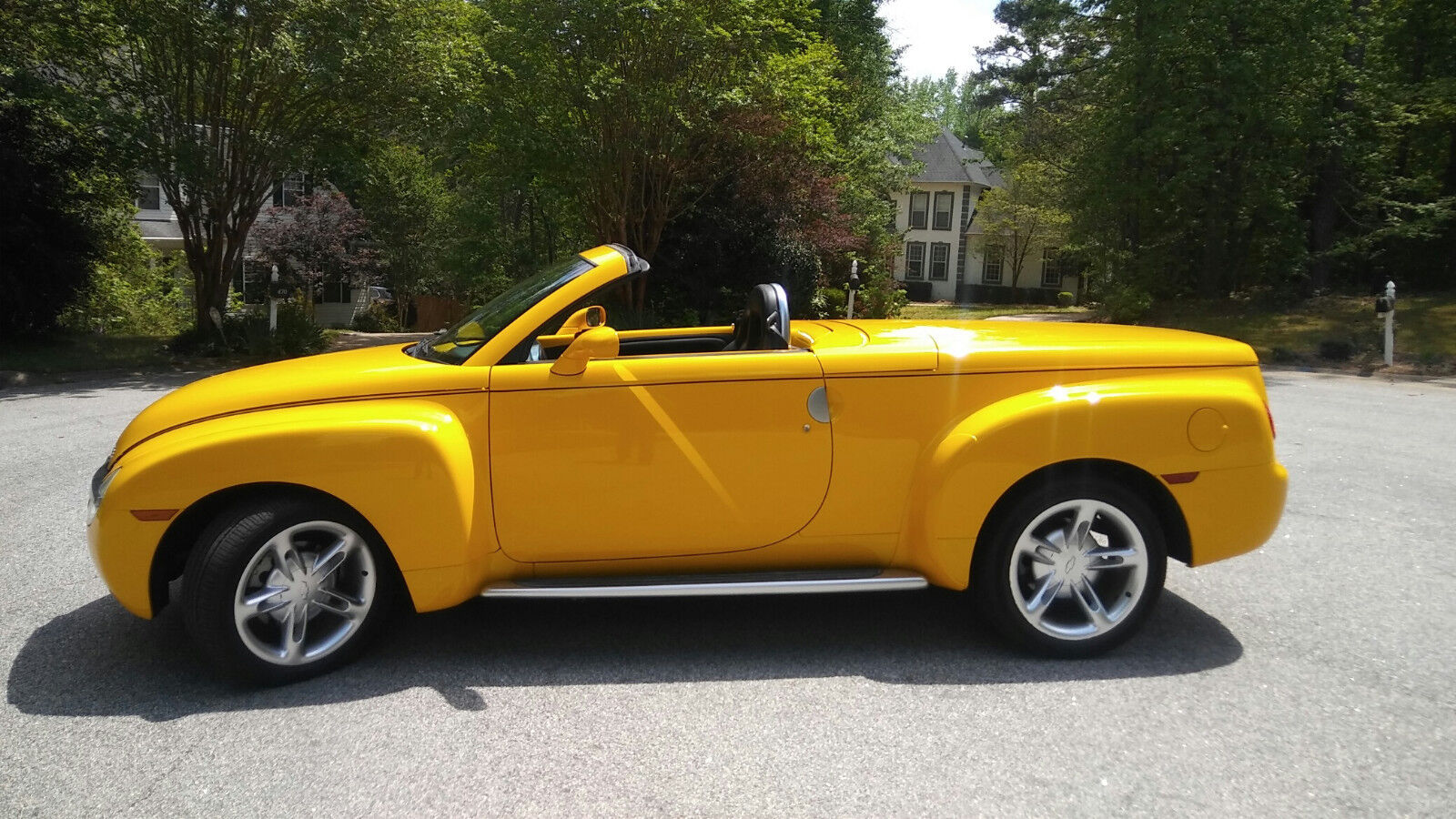 2004 chevy ssr convertible 2d pickup with only 18 500 miles not a scratch used chevrolet. Black Bedroom Furniture Sets. Home Design Ideas