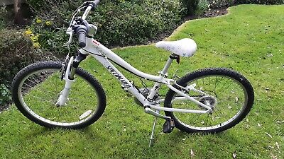 Girls Specialized Hotrock 20 Bike In White, excellent condition