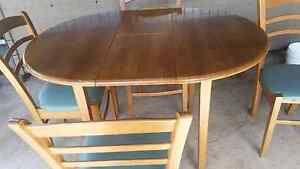Dining table and chairs Freemans Reach Hawkesbury Area Preview