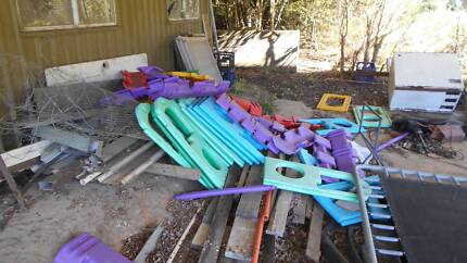 OUTDOOR CLIMBING EQUIPMENT & SWINGING PORPOISE Hawkesbury Area Preview