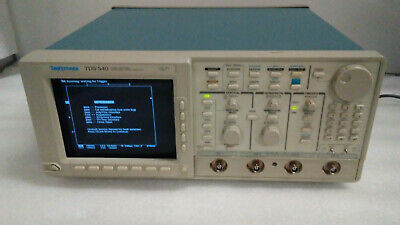 Tektronix Tds540 4-channel 500mhz Oscilloscope Powers On Untested