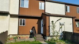 Spacious 3 bedrooms Townhouse in Millwoods area