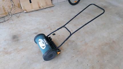 Unpowered Push Lawnmower