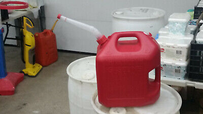5600 5 Gallon Vented 2 Handle Midwest Gas Can W Free Flow Flexible Nozzlespout