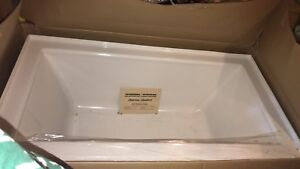 Brand new Serin 60x32 alcove tub