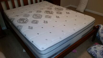 Sealy Posturepedic QB Mattress in mint condition Freshwater Manly Area Preview