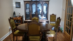 Dining Room Set (Table/Chairs/Hutch/Buffet)