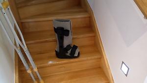 Medical boot with Crutches. Bentleigh East Glen Eira Area Preview