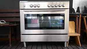 Oven electric. Gas cooktop Waurn Ponds Geelong City Preview