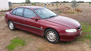 VT commodore  acclaim dual fuel 1998 Two Wells Mallala Area Preview