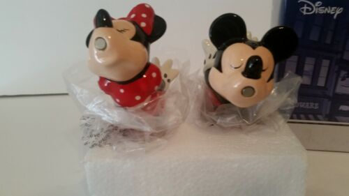 WESTLAND DISNEY MICKEY & MINNIE MOUSE MAGNETIC SALT & PEPPER SHAKERS.